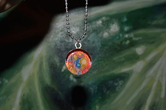 univ-v-necklace